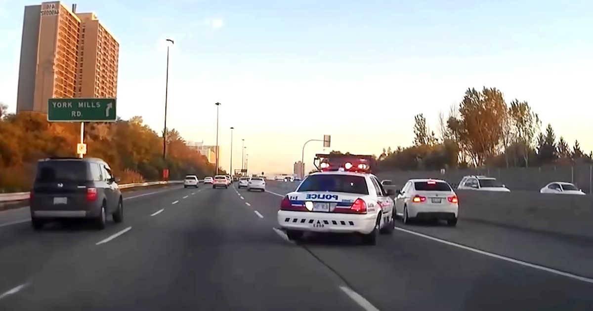 La RCMP recuerda a los canadienses que pueden ser multados por comer mientras conducen